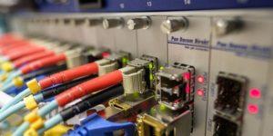 Ventajas y desventajas de la fibra óptica en la industria